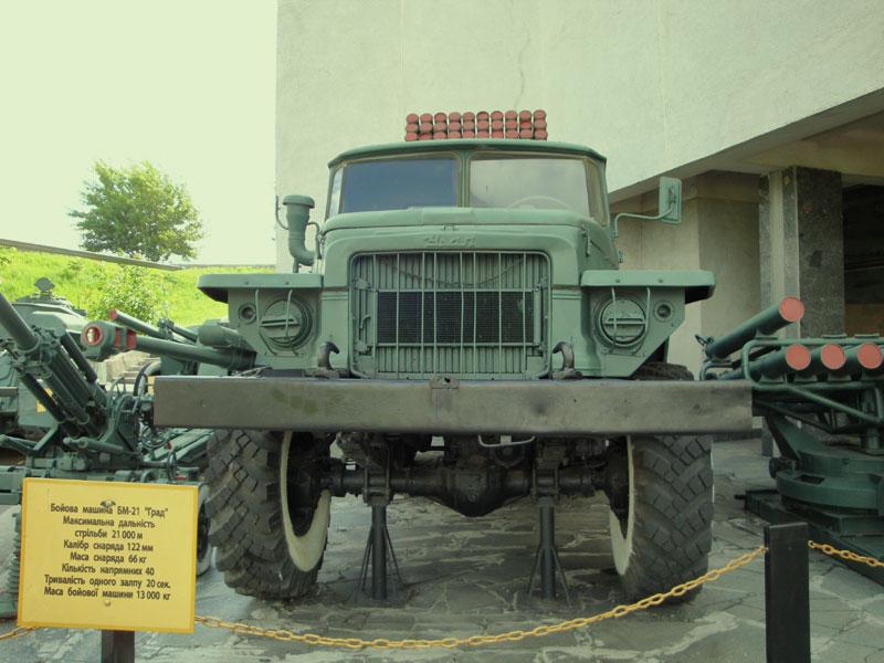 """БМ-21 """"Град"""". Дальность стрельбы: 21км."""