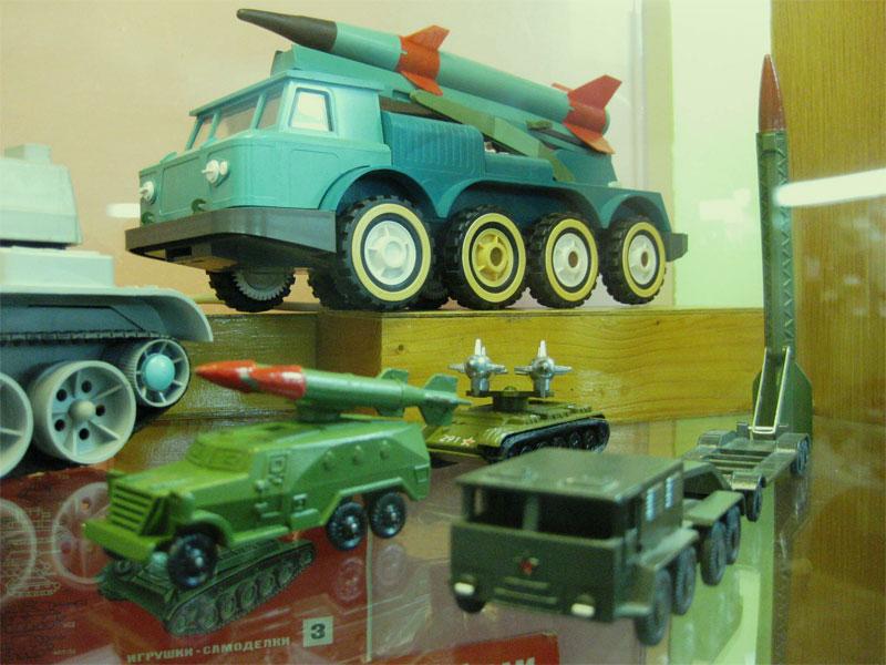 Военные игрушки