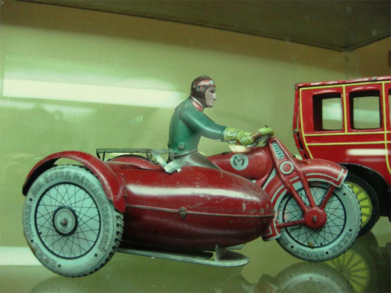 Мотоциклист от завода Металлоизделий