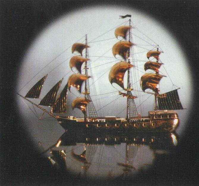 Миниатюрный корабль