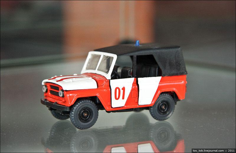 Моделька пожарной машины