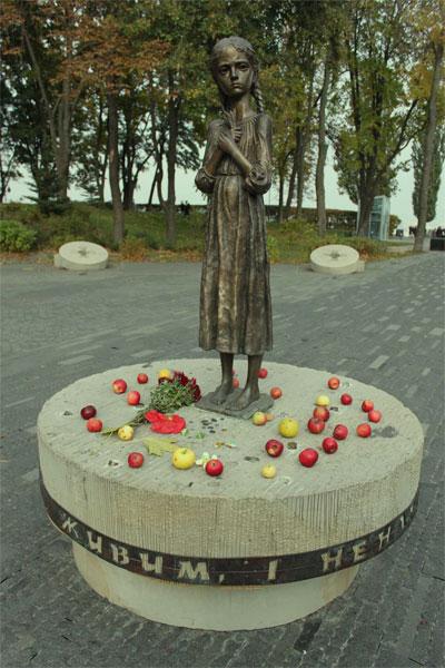 Девочка с колосками пшеницы