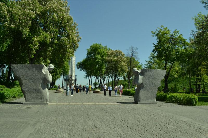 На подходе к площади мемориала