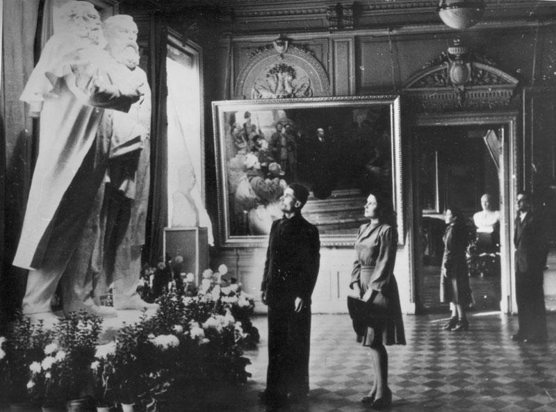 Посетители музея 50 лет назад