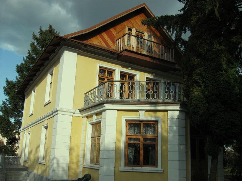 Дом Рыльского