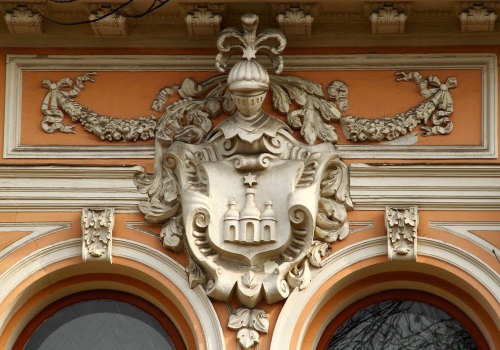 Фамильный герб Ханенко на фасаде здания музея