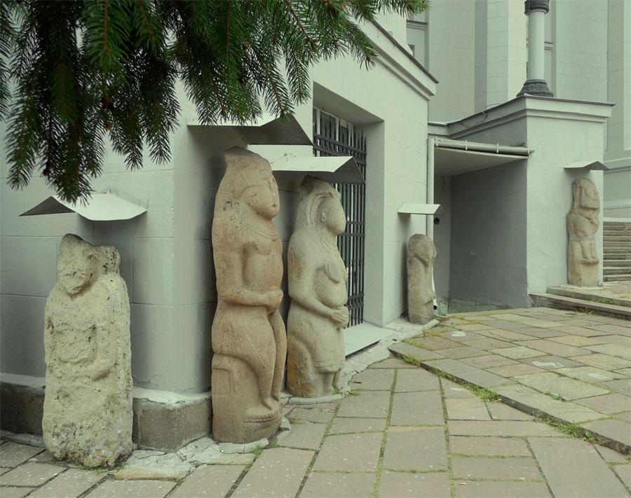 На входе в музей