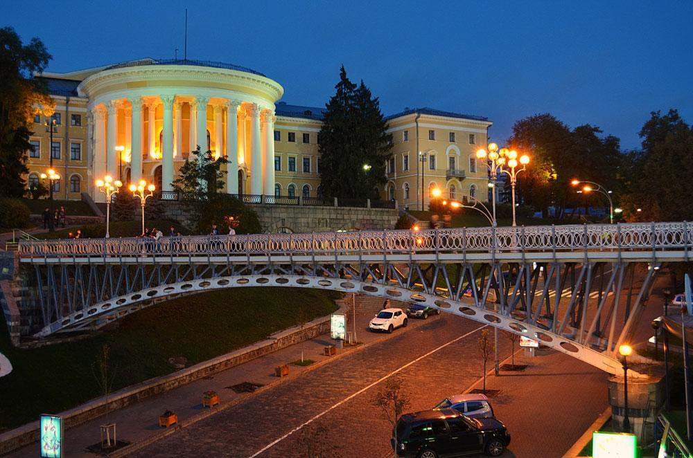 Октябрьский дворец и мост тысячелетий