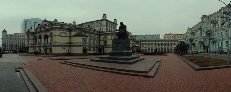 Площадь перед оперой