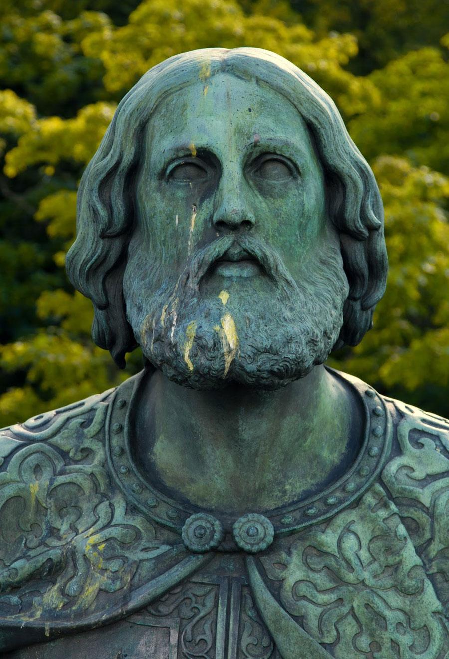 Лик статуи
