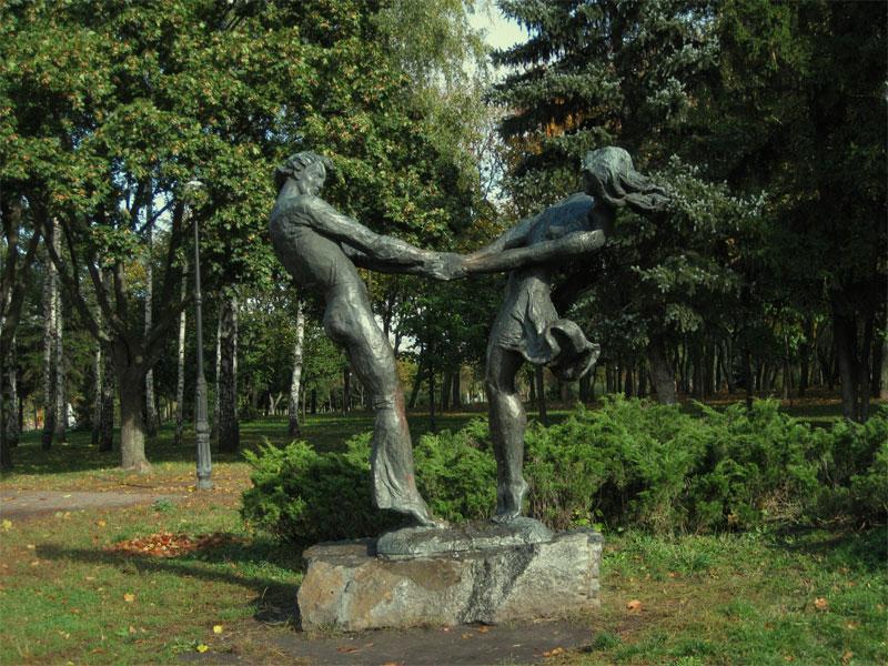 Скульптурная композиция на входе