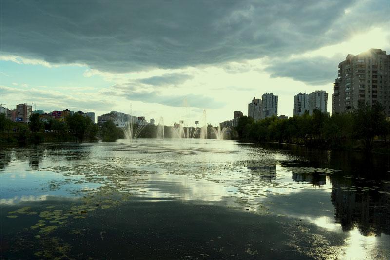 Озеро Лебединое и фонтаны
