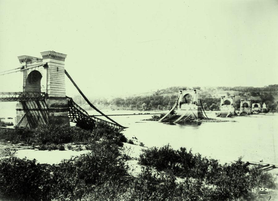 Взорванный Николаевский цепной мост