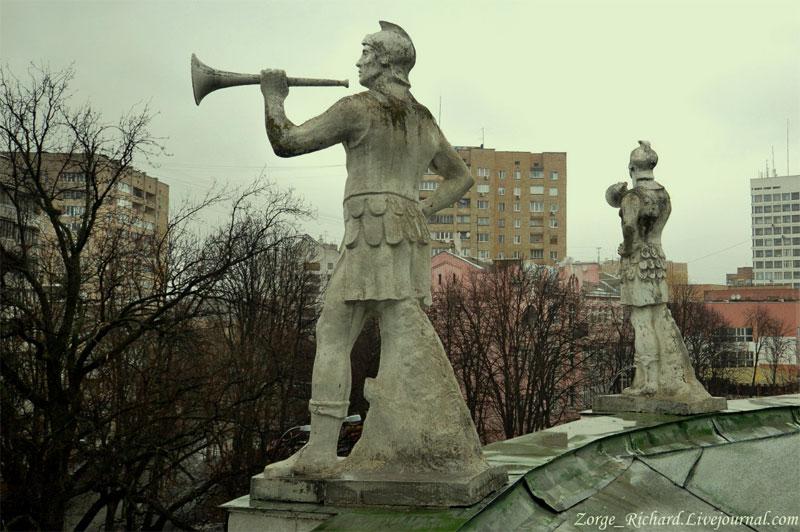 Статуи на крыше здания бывшего ипподрома