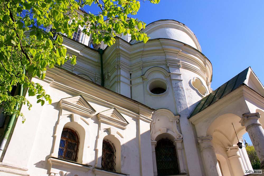 Покровская церковь вид снизу
