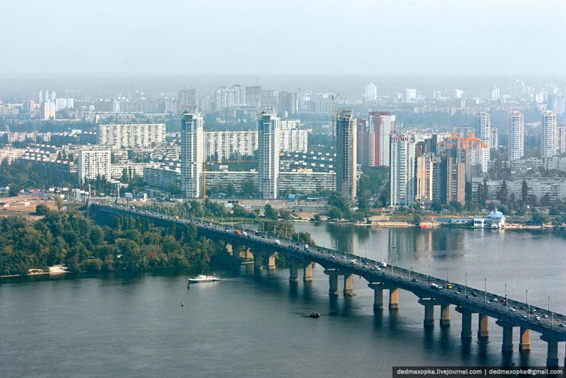 Вид со статуи: мост Патона