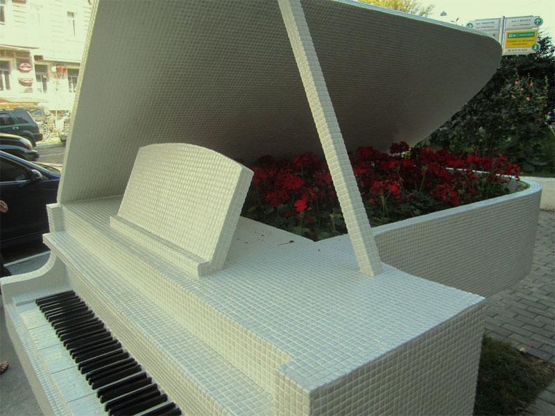Клумба в рояле