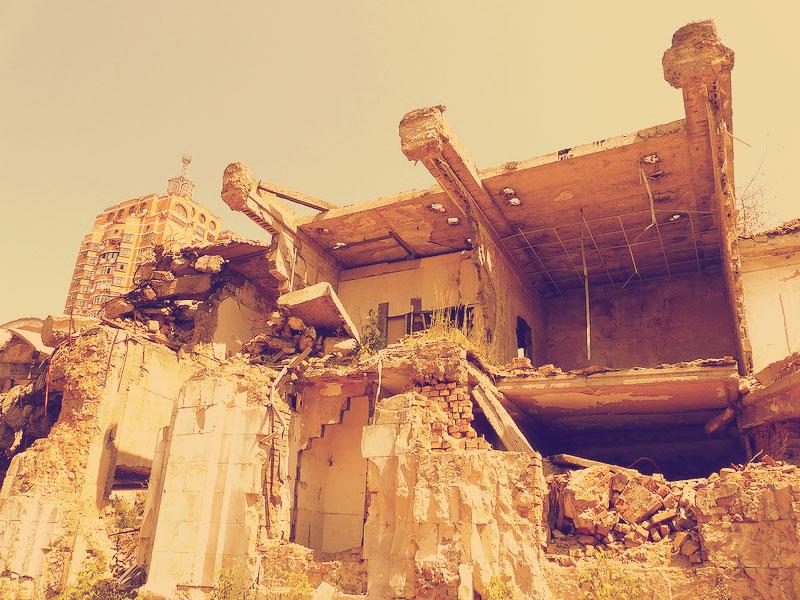 Здание разрушается от времени