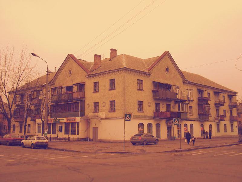 Здание с гастрономом