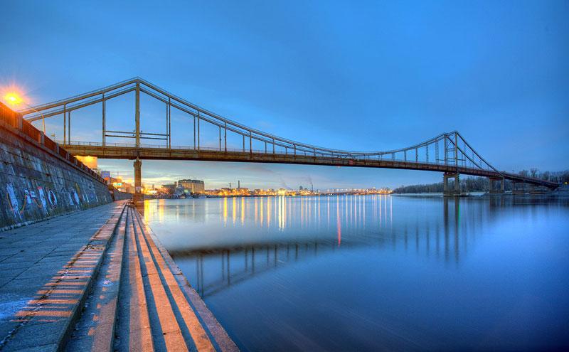 Парковый мост на рассвете