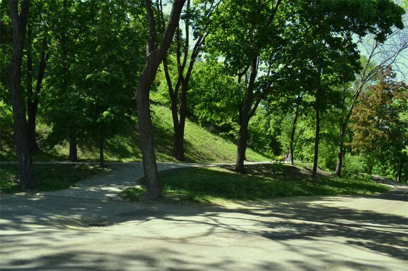 Аллея к памятнику Владимиру Великому