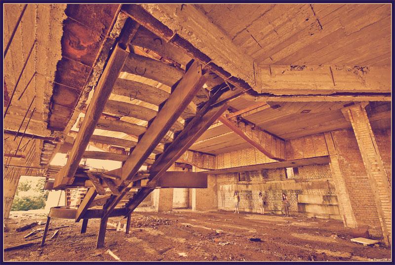 Лестница разрушается