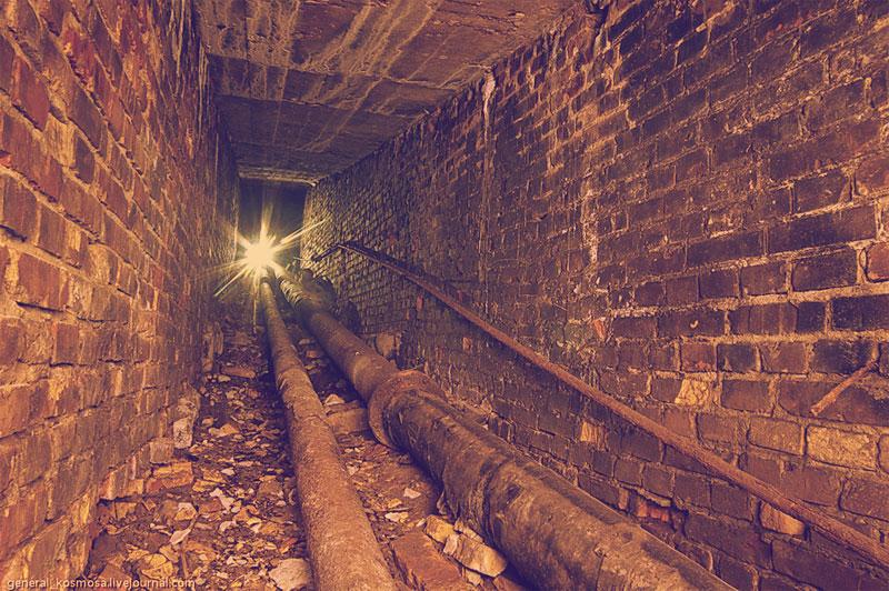 Подземный ход с трубами