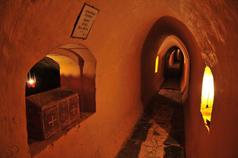 Проход в пещерах